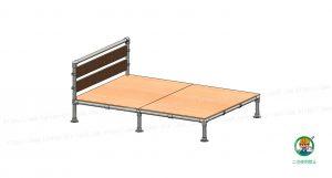 ベッド、金具・単管パイプ、木材取付状態